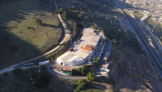 Εγκαταστάσεις της εταιρείας Φραγκουλάκης στον Ασπρόπυργο, που κατασκευάζονται μονωτικά υλικά καθώς και το θερμομονωτικό υλικό durosol.